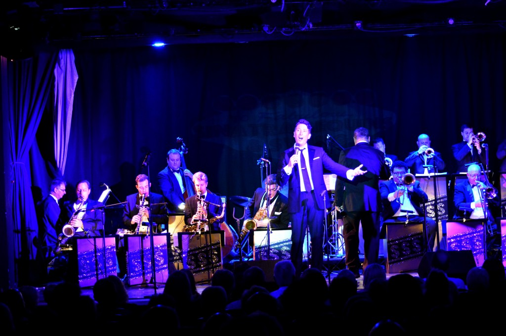 Kevin Fitzsimmons sings in show Sinatra Sequins & Swing